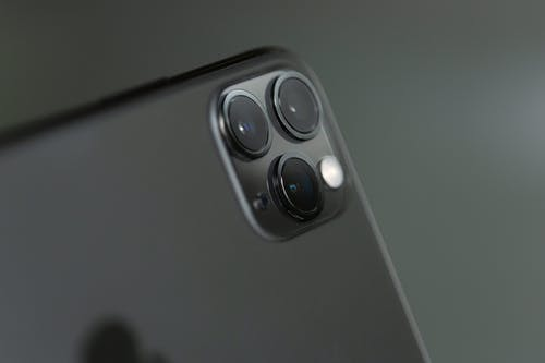 Close-up Phography of a Grey Iphone Xi