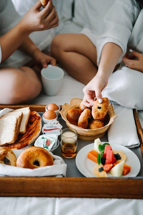 Foto stok gratis buah, croissant, dalam ruangan, Fajar
