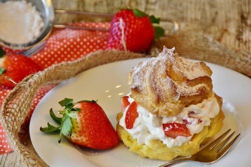 Gratis lagerfoto af bagt, bagværk, bær, creme puff