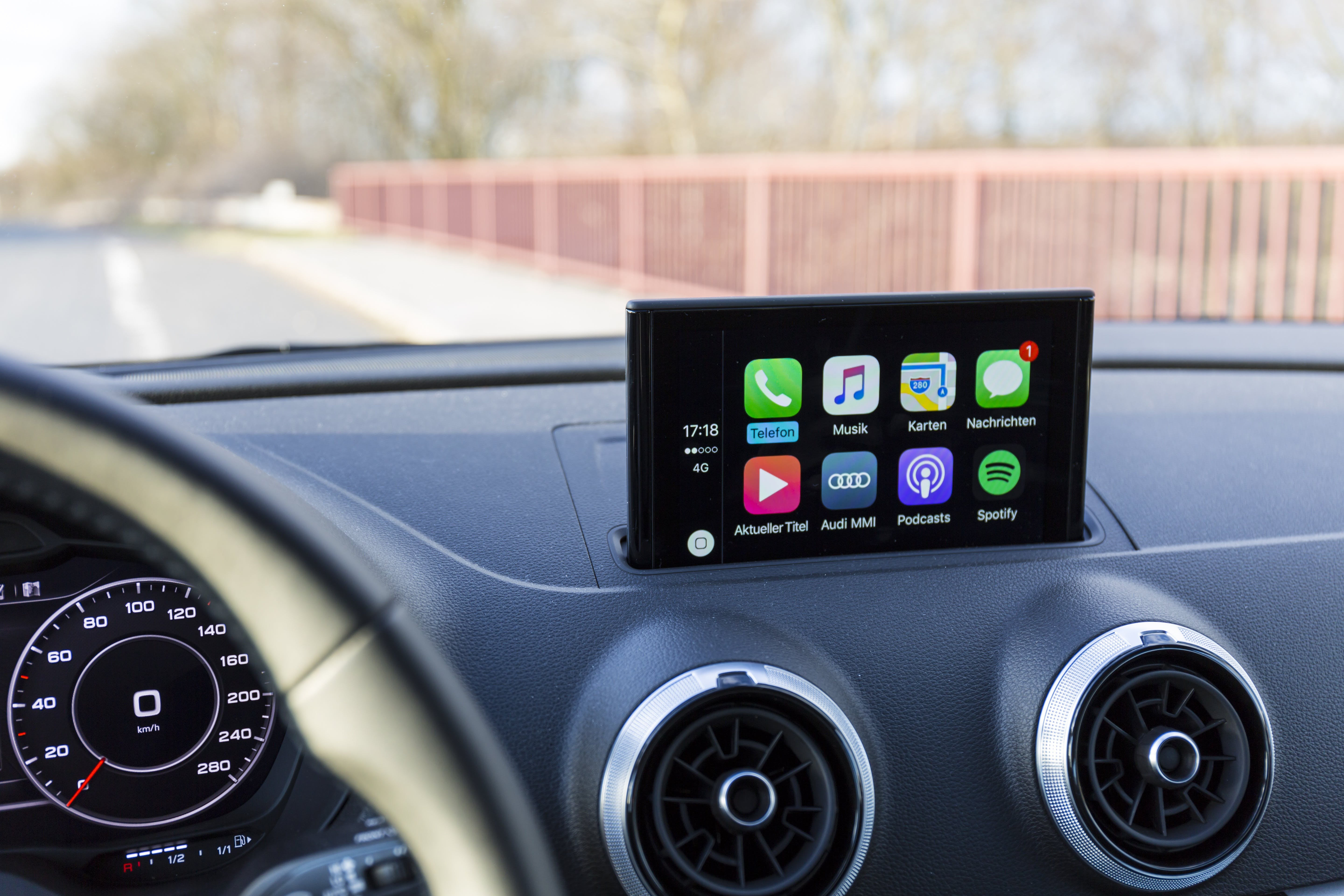 Kostenloses Stock Foto zu a3, action, apfel carplay, armaturenbrett