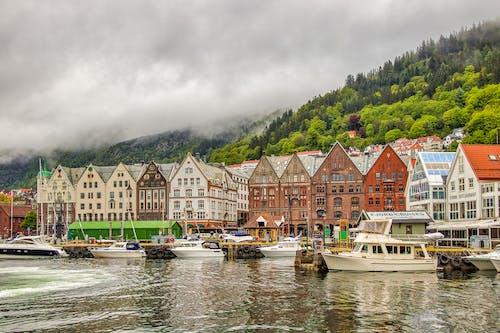Ilmainen kuvapankkikuva tunnisteilla arkkitehtuuri, bergen, hämmästyttävä, järvi