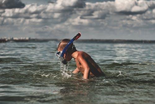 Бесплатное стоковое фото с активный отдых, вода, голый торс, досуг