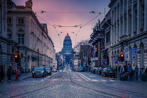 Photos gratuites de architecture, bâtiments, centre-ville, circulation