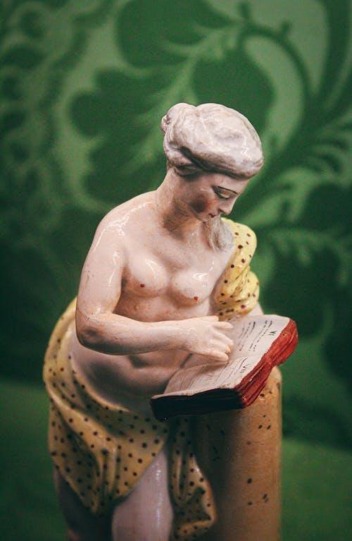 Foto stok gratis Book, kesenian, miniatur, patung