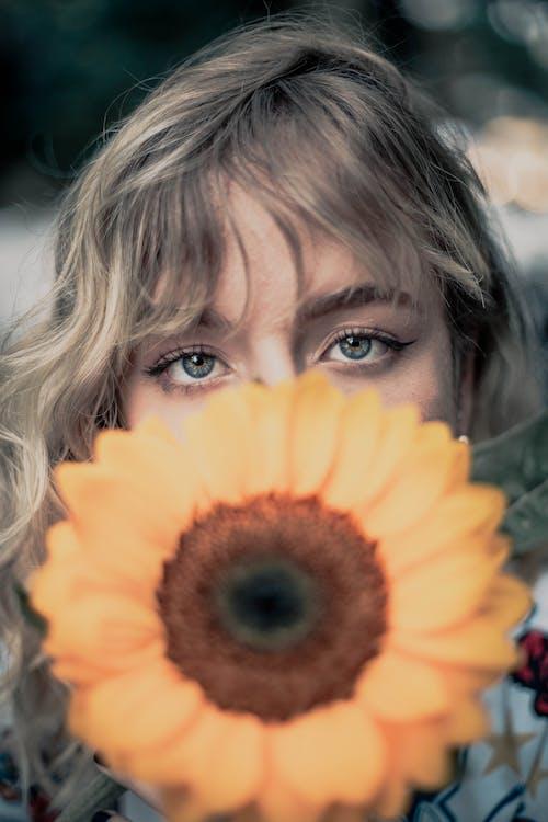 ひまわり, ブロンド, 女性, 美しい目の無料の写真素材