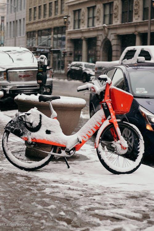 Gratis stockfoto met binnenstad, fiets, fietsenstalling, sneeuw