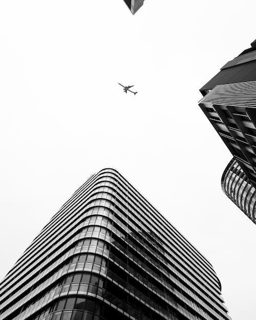 Fotos de stock gratuitas de arquitectura moderna, Bloque de pisos, edificios altos, mínimo