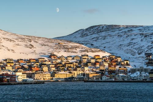 Kostnadsfri bild av arkitektur, berg, by, dagsljus
