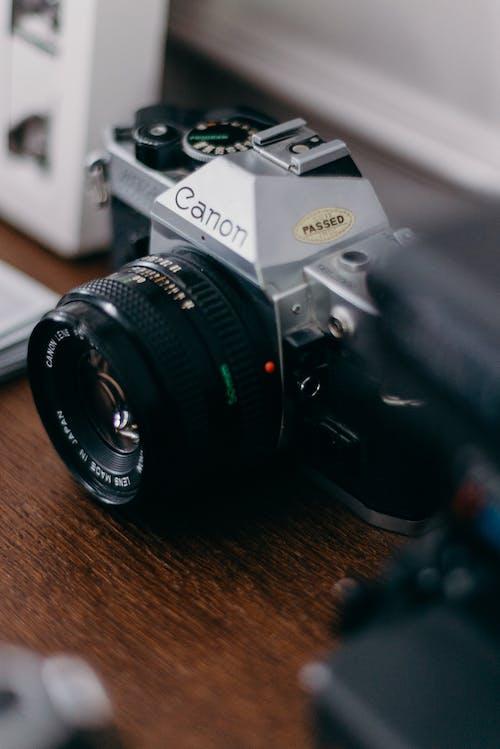 Безкоштовне стокове фото на тему «Canon, аналогова камера, аналоговий, вінтажна камера»
