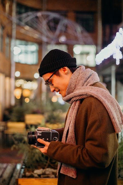 Ilmainen kuvapankkikuva tunnisteilla analoginen kamera, bokeh, huivi, kamera
