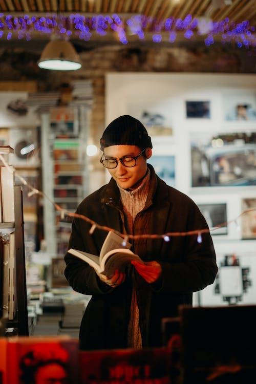 남성, 남자, 독서 책, 독서하는의 무료 스톡 사진