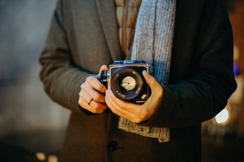 Бесплатное стоковое фото с аналоговая камера, винтажная камера, держать, Диафрагма