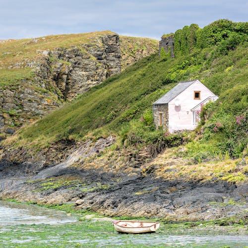 Δωρεάν στοκ φωτογραφιών με ακτή, αρχιτεκτονική, βράχια, γρασίδι