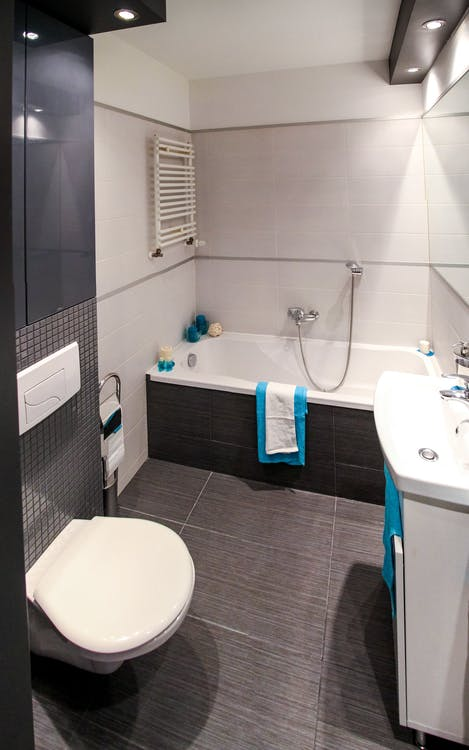 Fox Valley Guarantees a Professional Bathroom Refinishing Project with Customer Satisfaction
