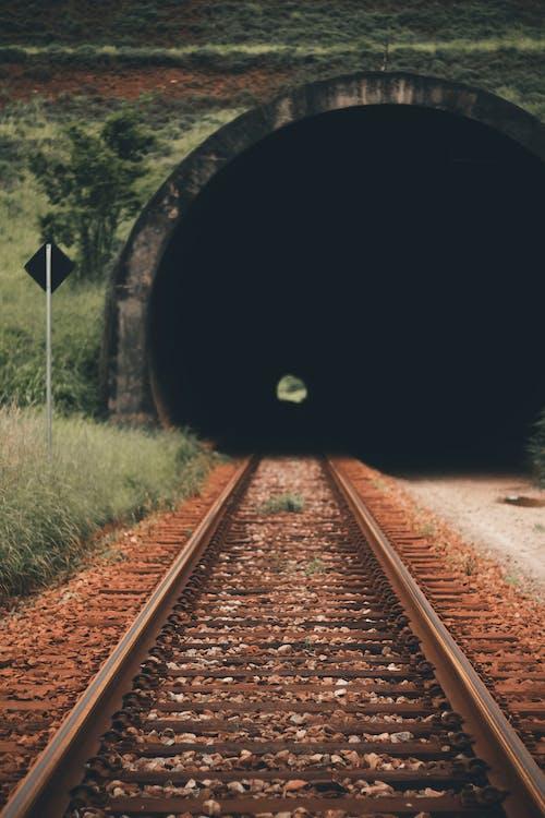 Kostnadsfri bild av distans, järnväg, järnvägsspår, långt