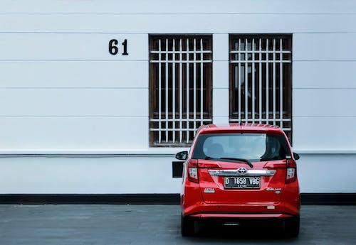 Foto profissional grátis de 2019, carro vermelho, fundo branco