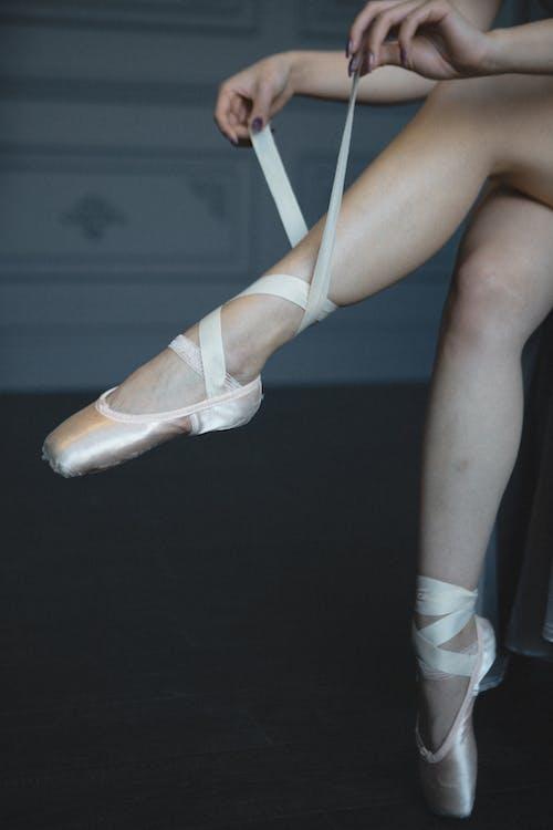 Fotos de stock gratuitas de atando, Bailarín de ballet, bailarina, calzado