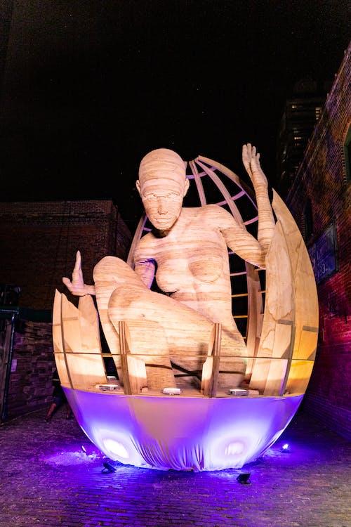 Statue Einer Frau