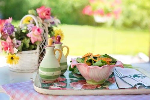 Gratis lagerfoto af bakke, flowerbasket, mad, skål