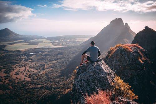 Gratis stockfoto met avontuur, berg, exploratie, hoogtepunt