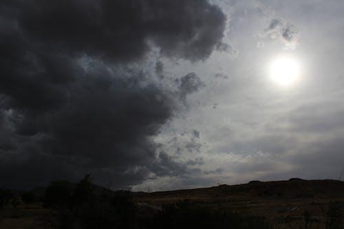 Ilmainen kuvapankkikuva tunnisteilla aurinko, dramaattinen taivas, luonto, pilvet