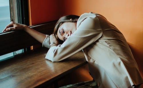 Ingyenes stockfotó alvás, kikapcsolódás, nő, pihenő témában
