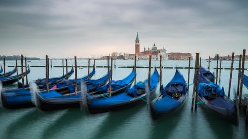 Blue and Black Boats on Body of Water