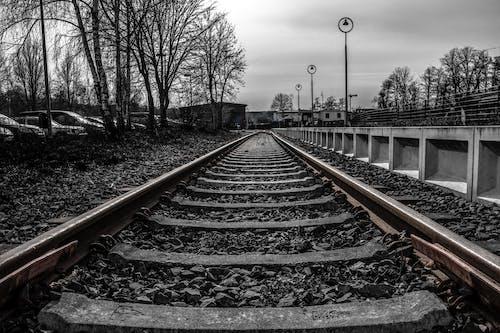 Gratis arkivbilde med biler, grus, jern, jernbane
