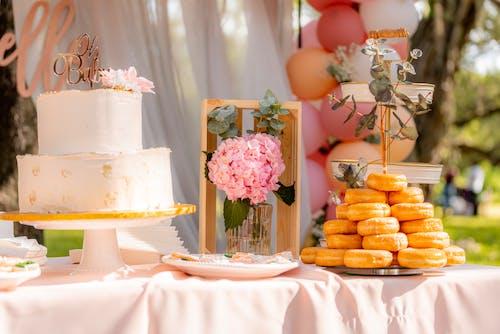 Základová fotografie zdarma na téma dezertní stůl, dort, koblihy, lahodný
