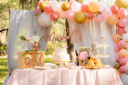 Foto stok gratis balon, cake, dekorasi, dessert table