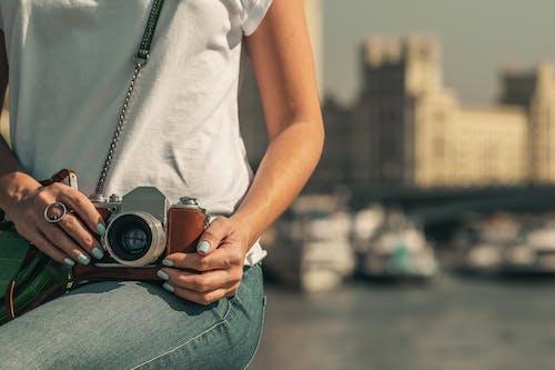 Immagine gratuita di adulto, bellissimo, città, concentrarsi