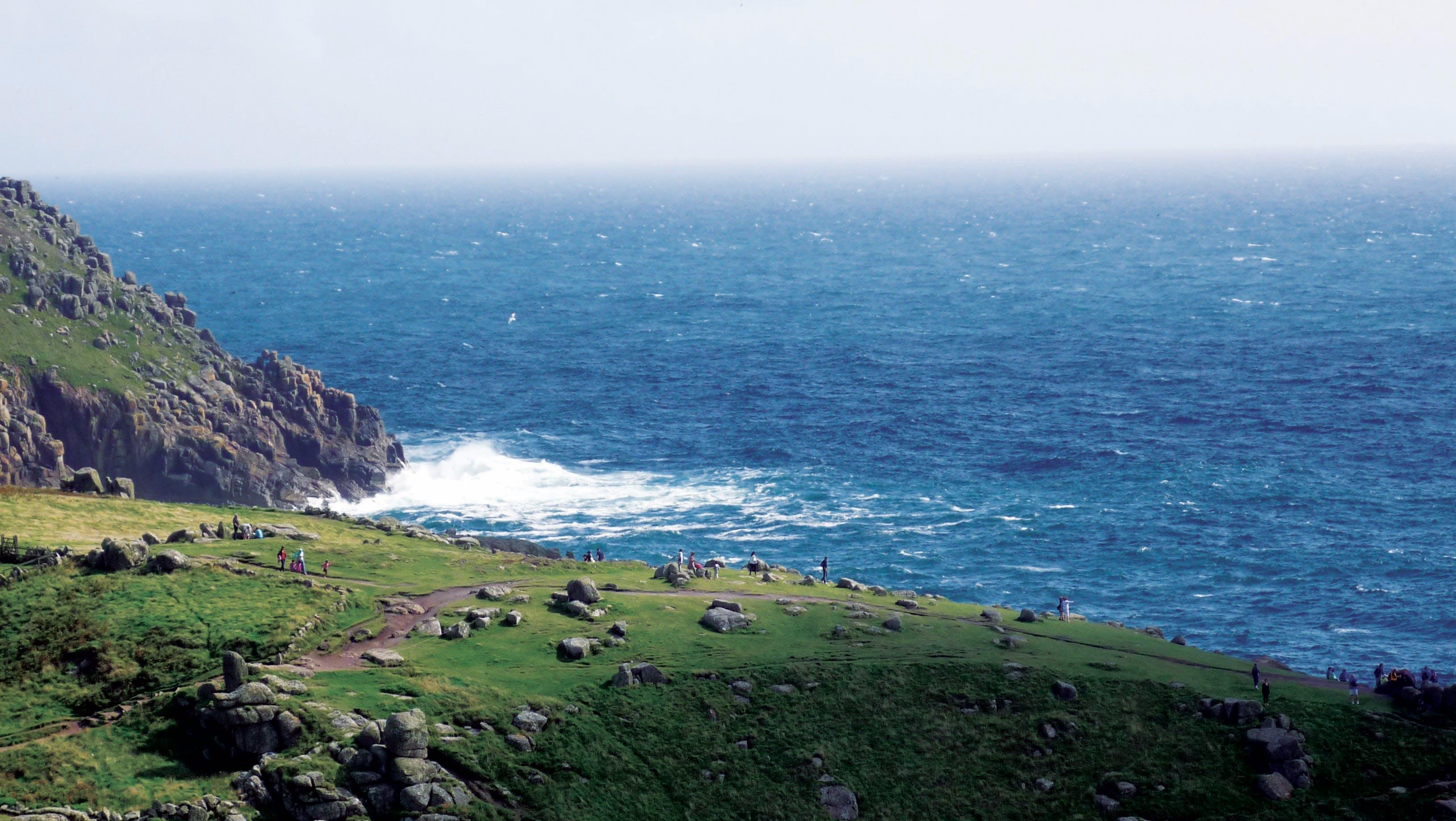 Gratis lagerfoto af bjerg, bugt, bølger, dagslys