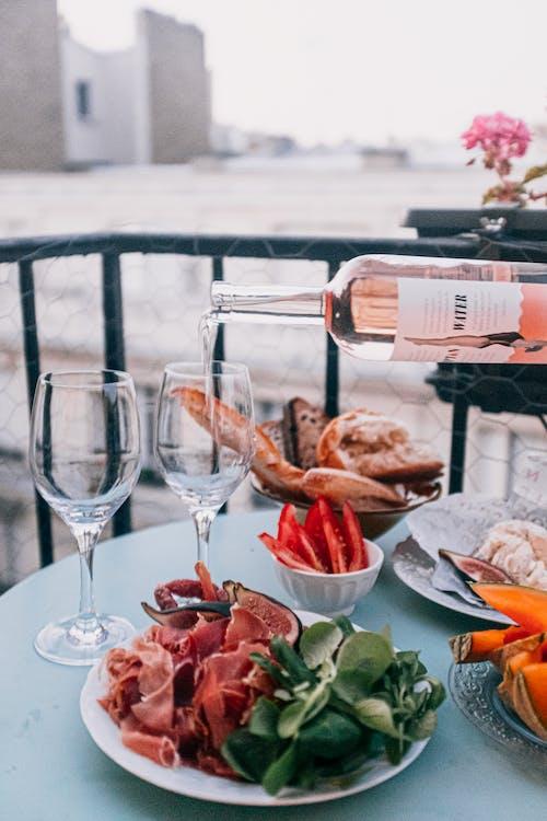 Бесплатное стоковое фото с jambon, блюдо, винные бокалы, вино