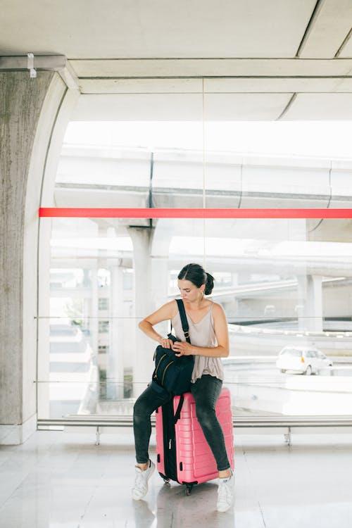 Foto stok gratis bagasi, Bandara, bepergian, kaum wanita