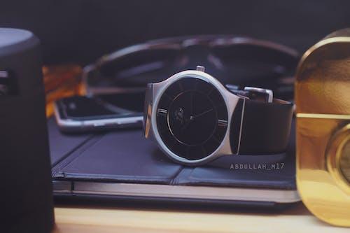 Ingyenes stockfotó ipad, iphone, parfüm, szemüvegek témában
