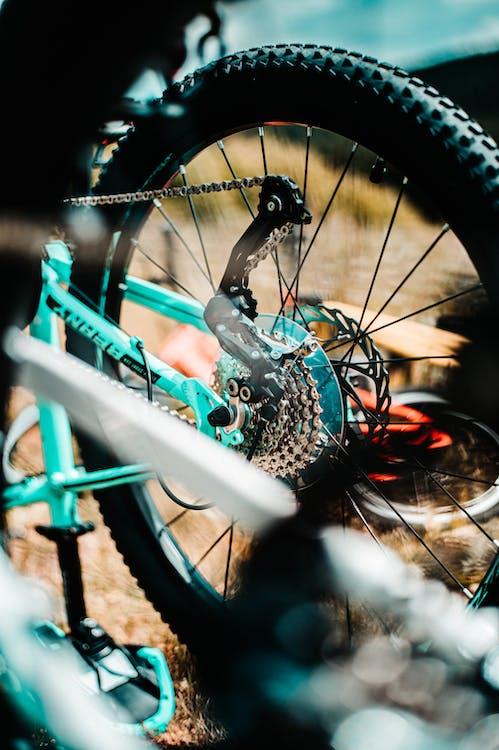 Ruota Di Bicicletta Blu Con Pneumatici