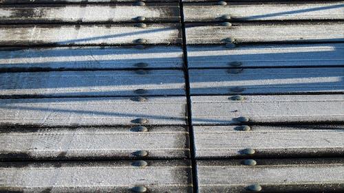 Foto d'estoc gratuïta de pont de fusta amb una capa de gel