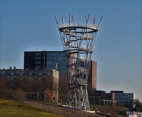 Foto d'estoc gratuïta de torre de guaita al centre de la ciutat