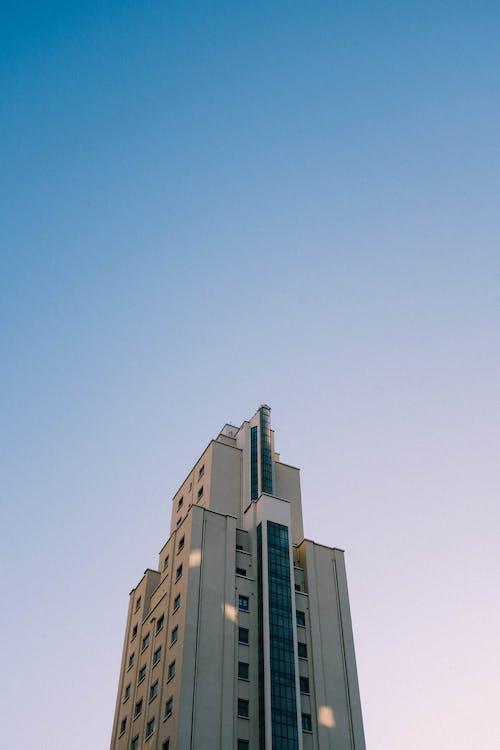 Darmowe zdjęcie z galerii z architektura, błękitne niebo, budynek, budynek od zewnątrz