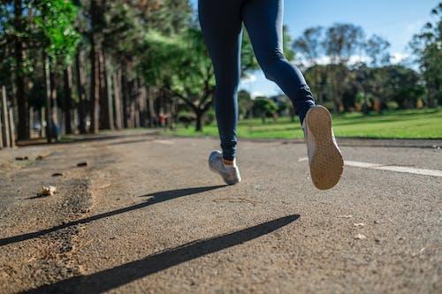Gratis lagerfoto af asfalt, atlet, fitness, fødder