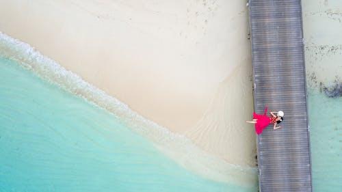 Δωρεάν στοκ φωτογραφιών με άμμος, γαλαζοπράσινος, γυναίκα, διακοπές