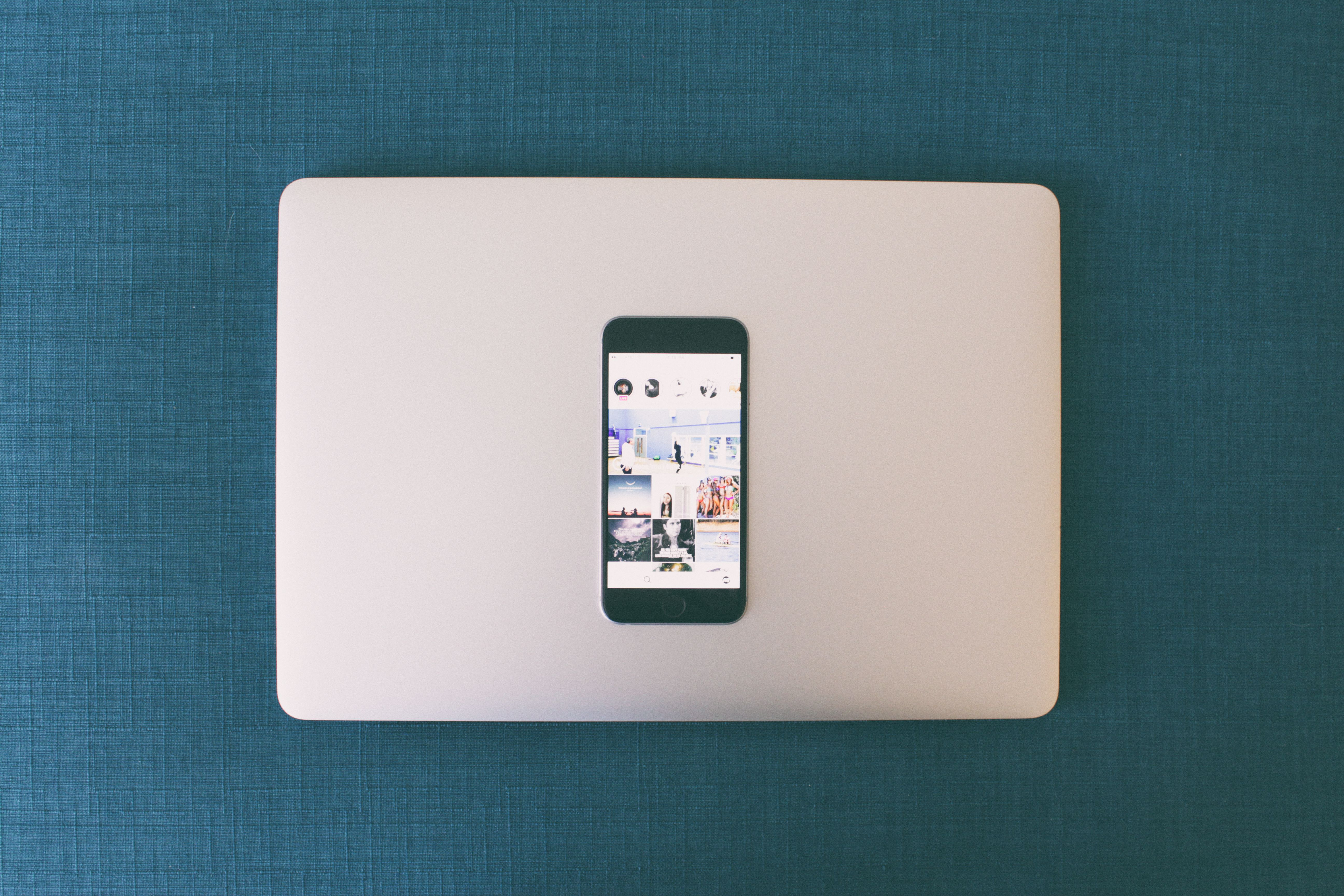 Space Gray Iphone 6 on Macbook