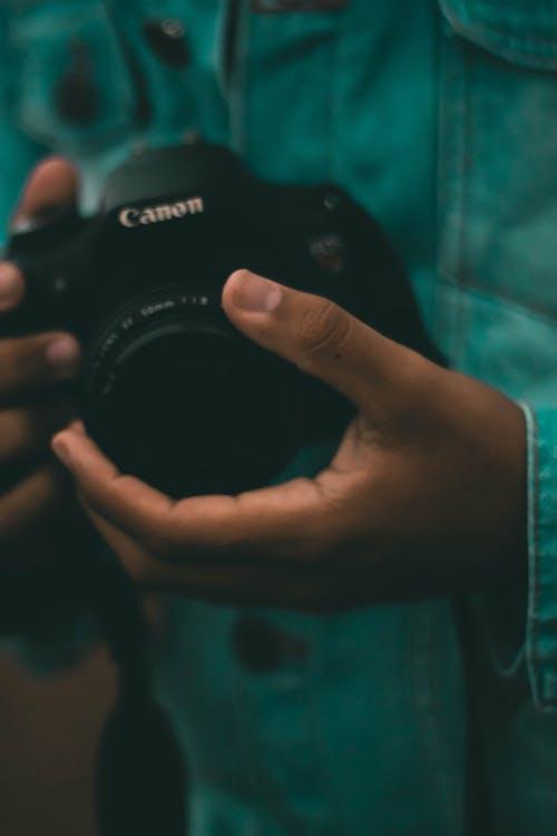 Základová fotografie zdarma na téma 50mm, canon, digitální fotoaparát, džíny