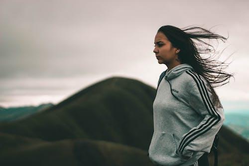 Základová fotografie zdarma na téma adidas, brunetka, cestování, denní světlo