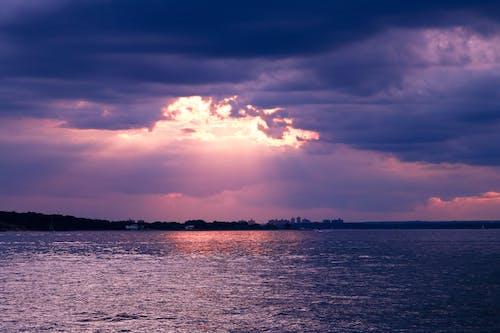 Бесплатное стоковое фото с atardecer, пляж, предзакатный час, прекрасное небо