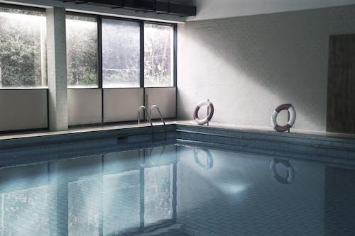 Gratis arkivbilde med basseng, italia, livsredder, svømmebasseng