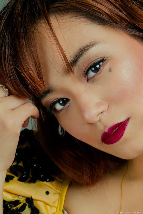 Imagine de stoc gratuită din brunetă, buze roșii, căutare, chip