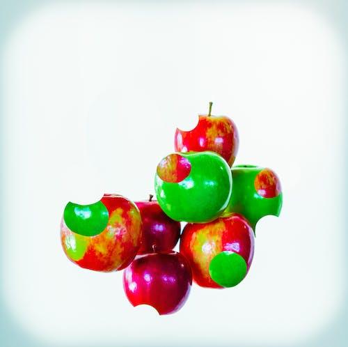 Бесплатное стоковое фото с зеленые яблоки, красные яблоки, красочный, натюрморт