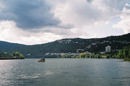 Free stock photo of beautiful landscape, boat, cloudy sky, Douro River
