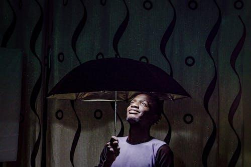 Základová fotografie zdarma na téma černoch, deštník, focení, fotografická kompozice